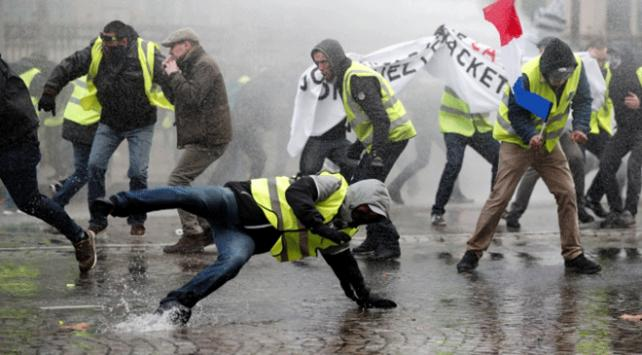 Avrupa Birliği, Fransadaki şiddet olaylarına sessiz kaldı