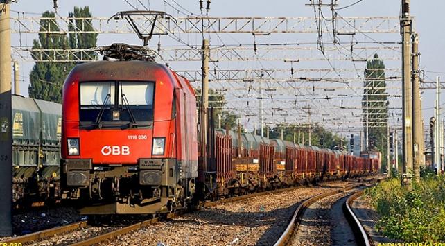 Avusturyada 40 bin demir yolu çalışanı iş bıraktı