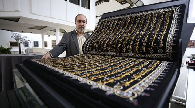 Kumaşa işlediği Kuran-ı Kerimi 12 yılda tamamladı