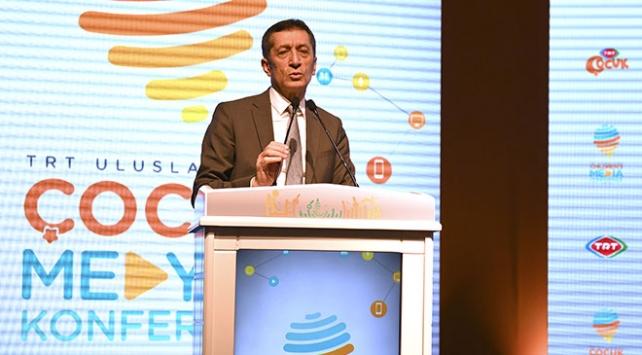 Milli Eğitim Bakanı Selçuk: Medyayla çocuk ilişkisi kontrollü bir şekilde ele alınmalı