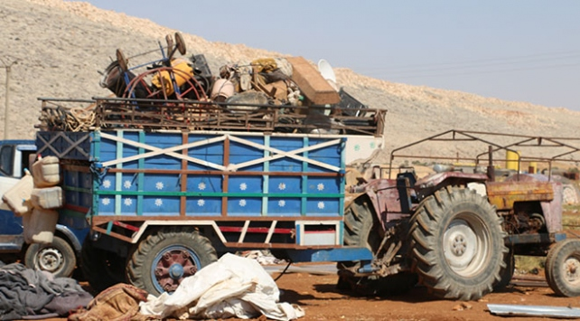Esed rejiminin İdlibe saldırıları binlerce aileyi göçe zorladı