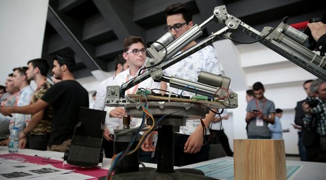 """Milli Eğitim Bakanlığından, """"yapay zeka"""" temalı uluslararası robot yarışması"""