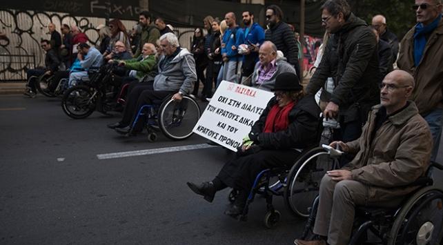 Yunanistanda işaret diliyle hükümet protestosu