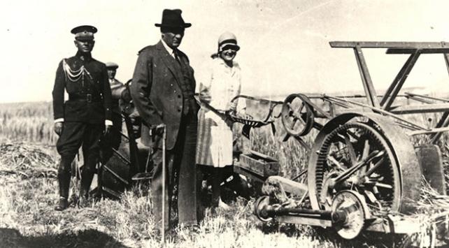 Genelkurmay arşivlerinden paylaşılan fotoğraflarla Atatürk ve Türk kadını