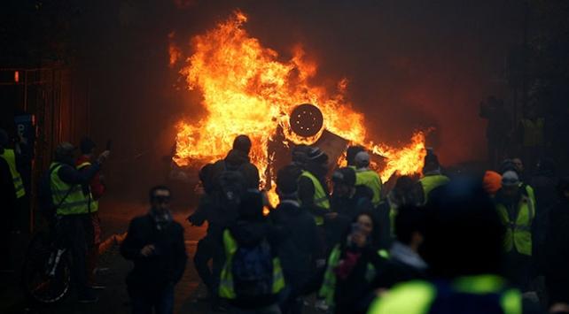 Fransa son yılların en şiddetli protestolarına sahne oluyor