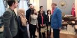 Cumhurbaşkanı Erdoğan çaya davet ettiği öğrencileri Külliyede ağırladı
