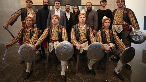 Diriliş Ertuğrul dizisinin kostüm ve aksesuarları Bursada sergileniyor