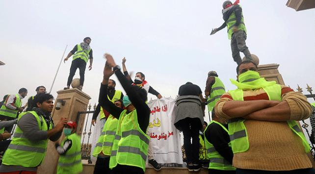 """Irakın Basra kentinde """"Sarı Yelekliler"""" gösterisinde bir kişi öldü"""