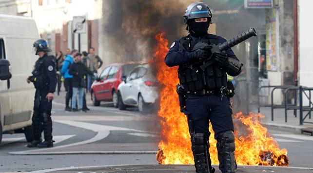 Fransa hükümetinden geri adım: Akaryakıt zamları iptal edilebilir