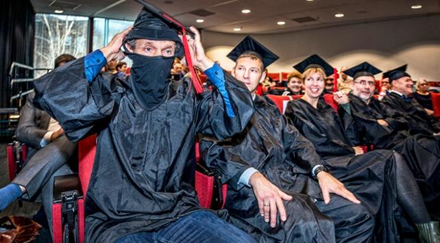 Hollandalı akademisyenden burka yasağına kar maskeli tepki