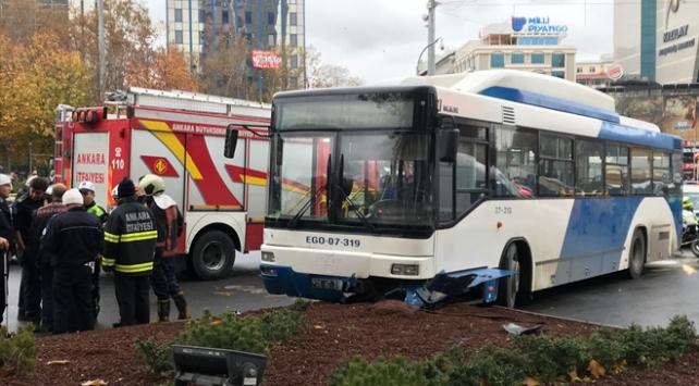 Ankarada otobüs yayaların arasına daldı