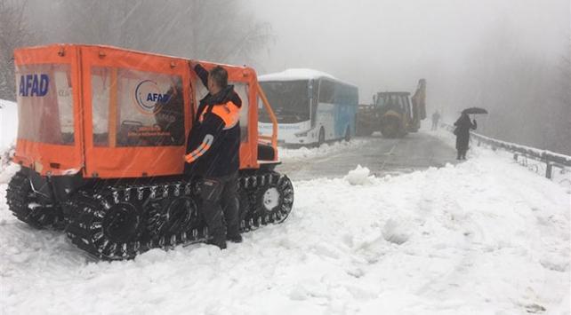 Kocaelide karda mahsur kalan 75 kişi kurtarıldı