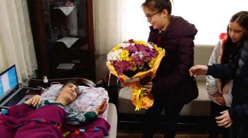 Engelli yazar Rukiye Türeyene öğrenci okurlarından destek