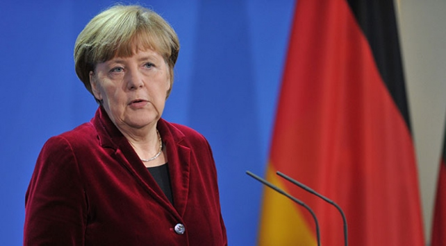 Merkelin halefi yarın seçilecek