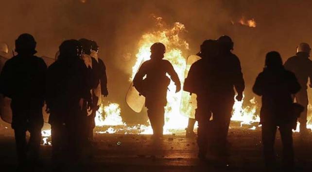 Yunanistanda polis kurşunuyla ölümü protesto gösterisi