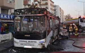 Çanakkalede halk otobüsü yandı