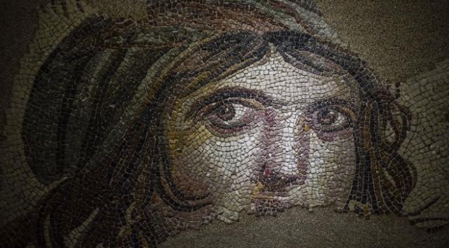 """""""Çingene Kızı"""" mozaiğinin parçaları kısa süreliğine sergilenecek"""