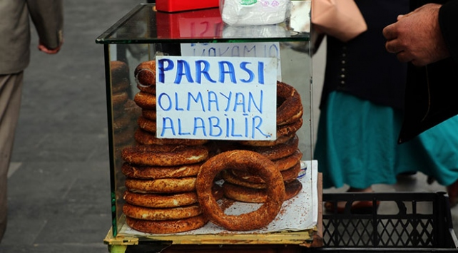 Diyarbakır sokaklarında parası olmayana ücretsiz simit veriliyor