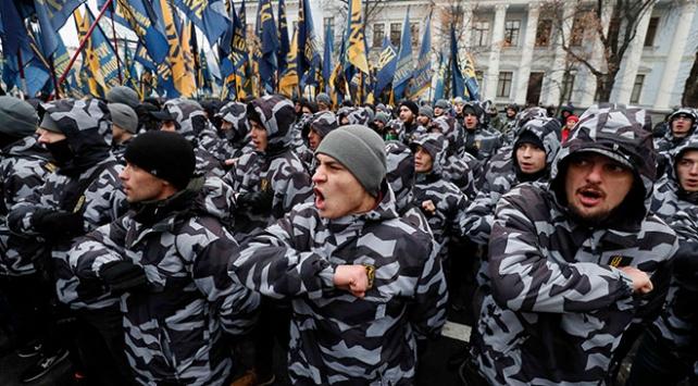 Ukraynada aşırı sağcılardan Rusya protestosu
