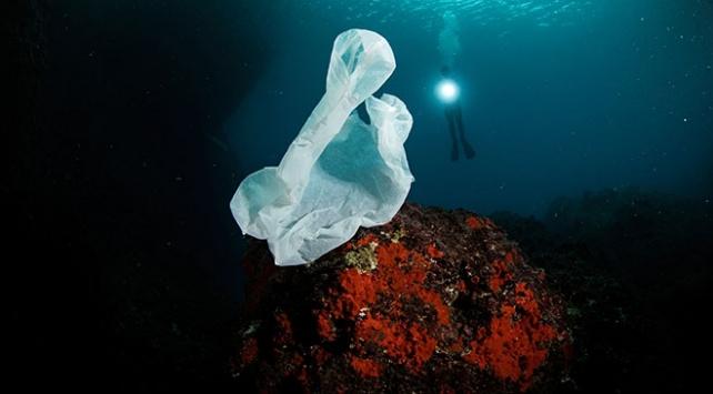 Su altında plastikten vazgeç çağrısı yaptılar