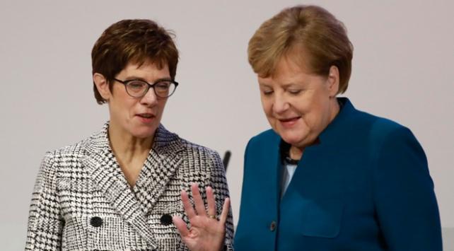 Almanyada CDUnun yeni Genel Başkanı belli oldu