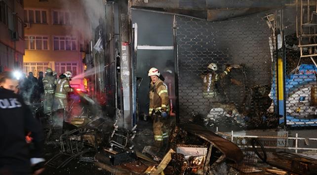 Fatihte 5 katlı binada yangın