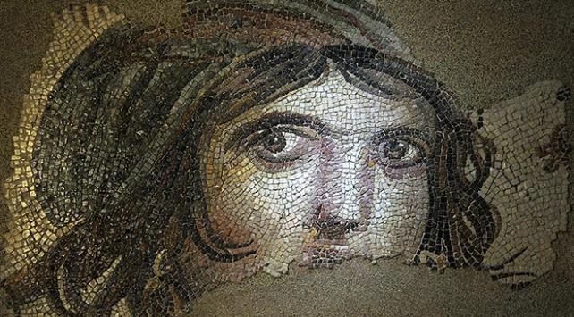 """""""Çingene Kızı"""" Zeugma Mozaik Müzesinde"""