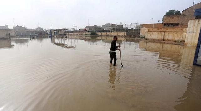 Iraktaki şiddetli yağışlar çadır kamplarda yaşayanları vurdu