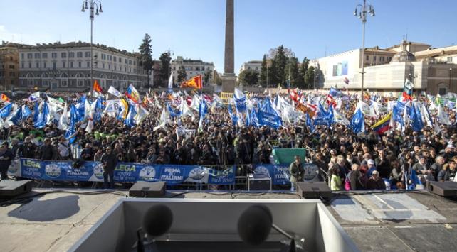 İtalya sağı İlk önce İtalyanlar sloganıyla meydana indi