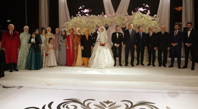 Cumhurbaşkanı Erdoğan nikah şahidi oldu