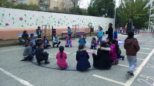 Unutulan oyunlar Manisadaki okul bahçelerinde yeniden hayat buluyor