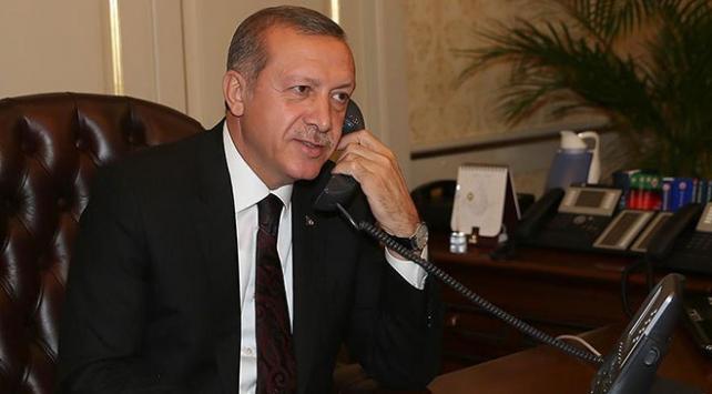 Cumhurbaşkanı Erdoğan'dan kadın voleybolculara tebrik telefonu