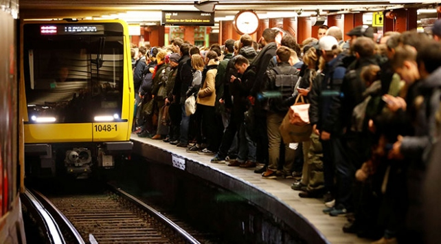 Almanyadaki grev binlerce kişiyi olumsuz etkiledi