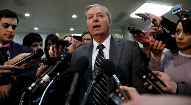 ABDli senatör: ABD olmasa Suudi Arabistan bir haftada Farsça konuşur