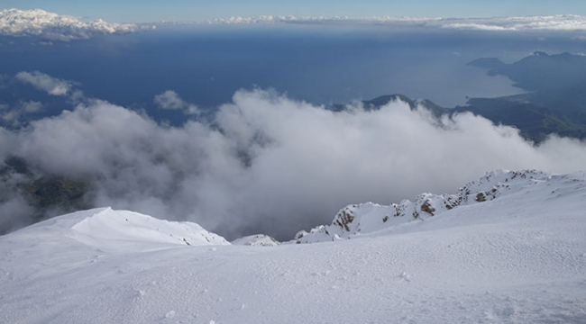 """Antalyada iki mevsim bir arada """"zirvede kayak, sahilde deniz keyfi"""""""