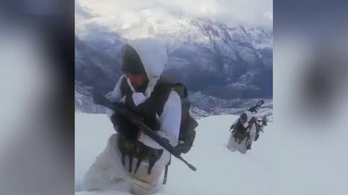 Mehmetçik karla kaplı dağlarda operasyonlarını sürdürüyor