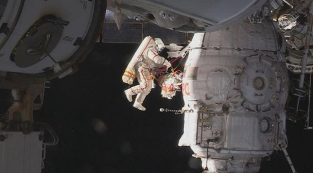 Rus kozmonotlar Soyuz uzay aracındaki deliği inceleyecek
