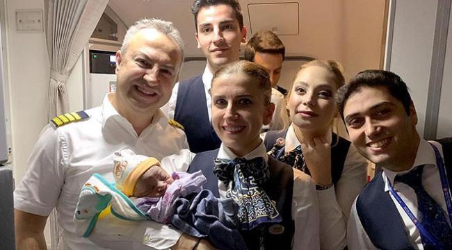 Benel bebek Türk Hava Yolları uçağında doğdu