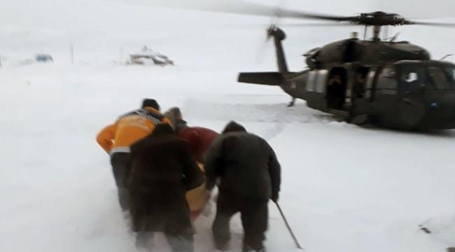 Askeri helikopter fenalaşan hasta için havalandı