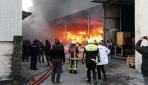 Arnavutköyde 3 katlı fabrikada yangın