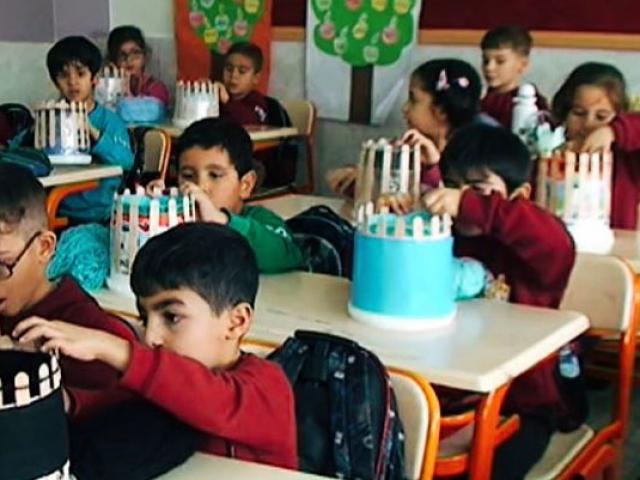 Adanalı öğrencilerden Karstaki miniklere hediye