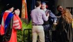 ABDde felçli genç diplomasını yürüyerek aldı