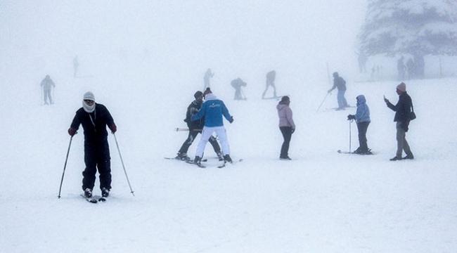 Uludağda sezonun açılmasıyla tatilciler pistlere akın etti