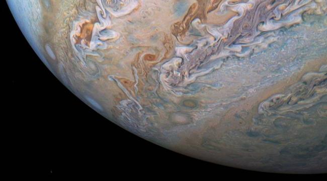 Jüpiterdeki dev kasırgalar görüntülendi
