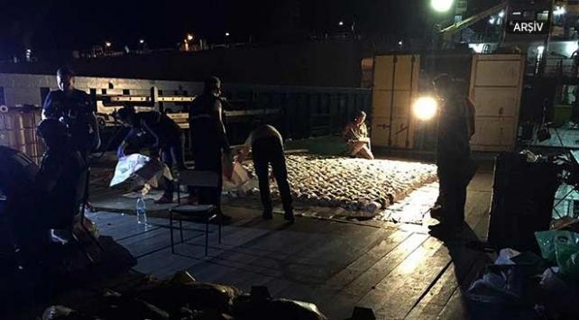 Akdenizde yük gemisine uyuşturucu operasyonu