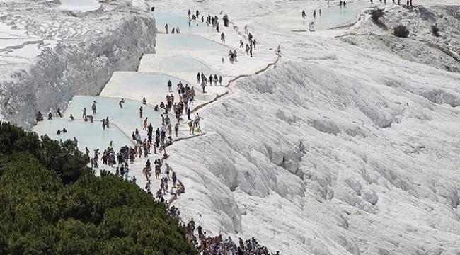 Pamukkaleyi 11 ayda 2 milyon kişi ziyaret etti