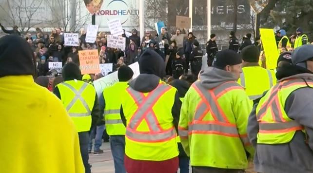 """""""Sarı yelekliler"""" protestosu Kanadaya da sıçradı"""