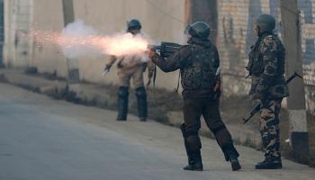 Cammu Keşmirde güvenlik güçleri gösterilere müdahale etti: 7 sivil hayatını kaybetti