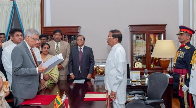 Sri Lankada Wickremesinghe yeniden başbakanlık görevine getirildi