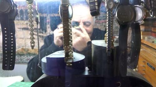 72 yaşındaki Koca yarım asırdır saat tamir ediyor